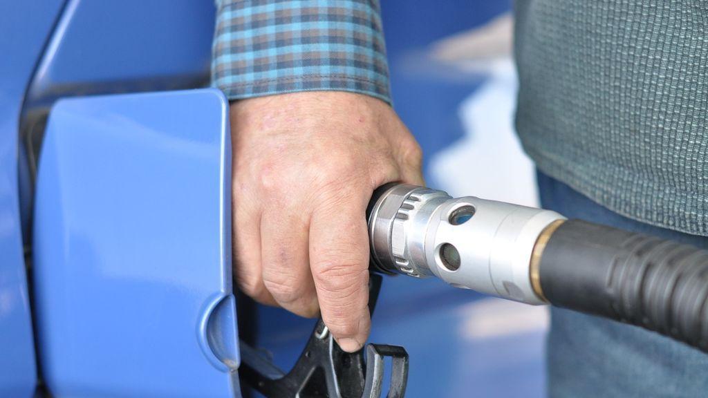 Un trabajador de una gasolinera de A Coruña agrede a un cliente con un objeto punzante por toserle cerca