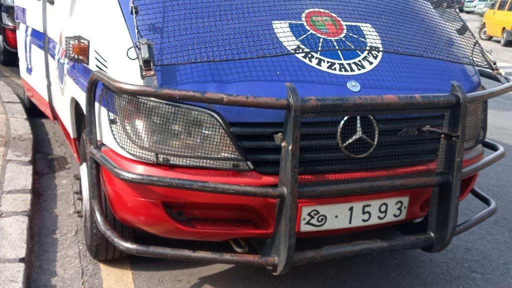 Detenido un hombre por agredir a ertzainas que estaban cerrando un club en Vizcaya