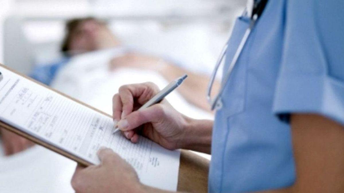 """Una enfermera recién graduada, contratada por el coronavirus: """"Me dijeron que estaban saturados y ni me lo pensé"""""""