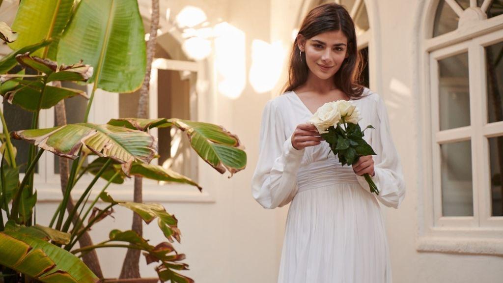 Vestidos de novia baratos para brillar sin sacrificar el resto de caprichos de tu boda