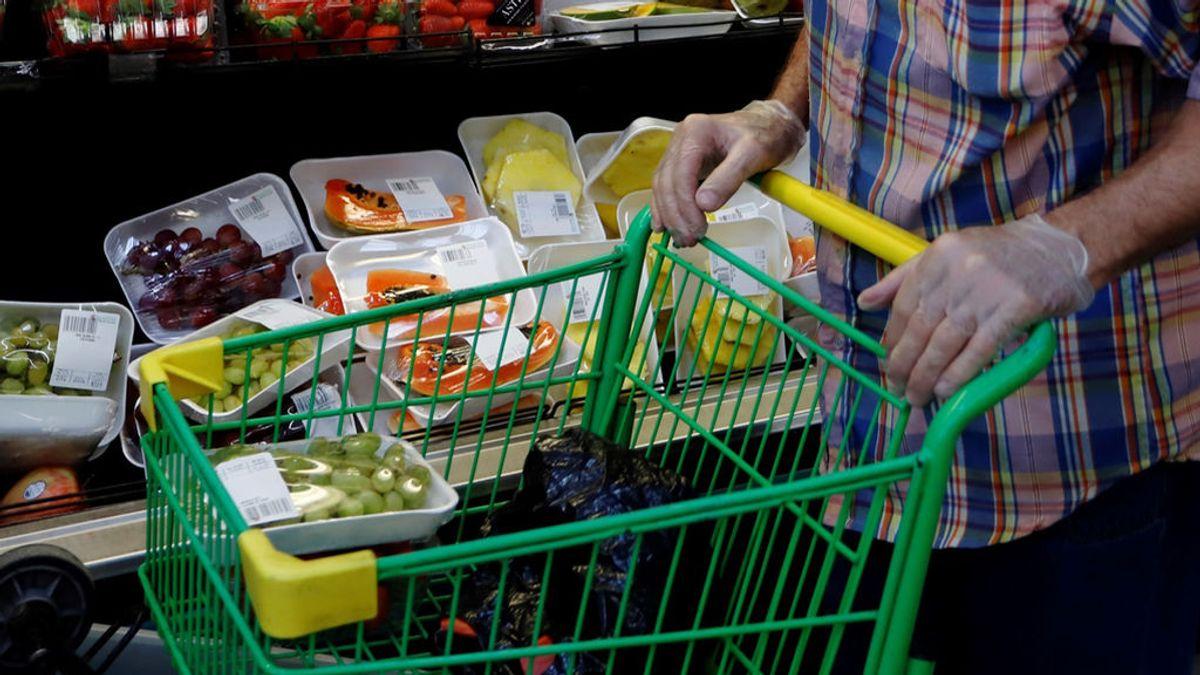 """Un joven agrede, escupe y amenaza con """"pasar el coronavirus"""" a las empleadas del un supermercado en Vitoria"""