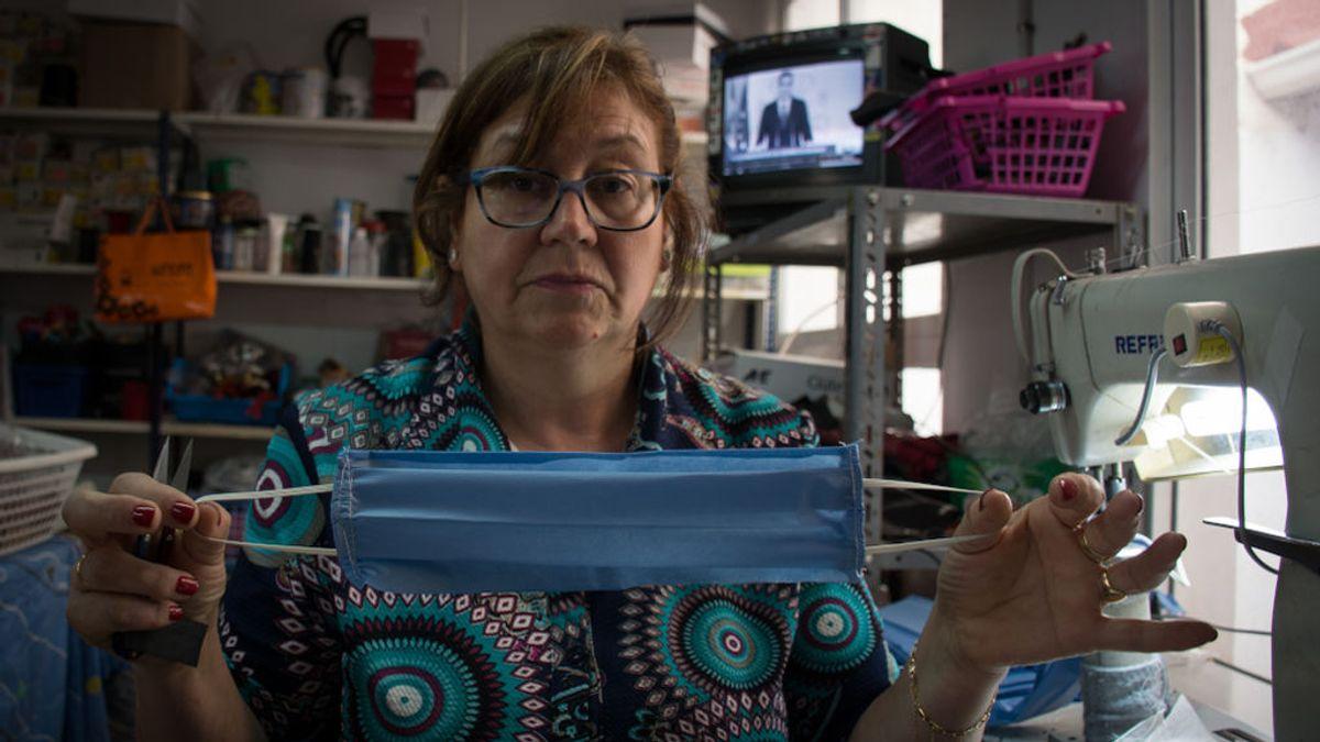 Las mujeres de Elda y Petrer encienden sus máquinas de coser para confeccionar mascarillas