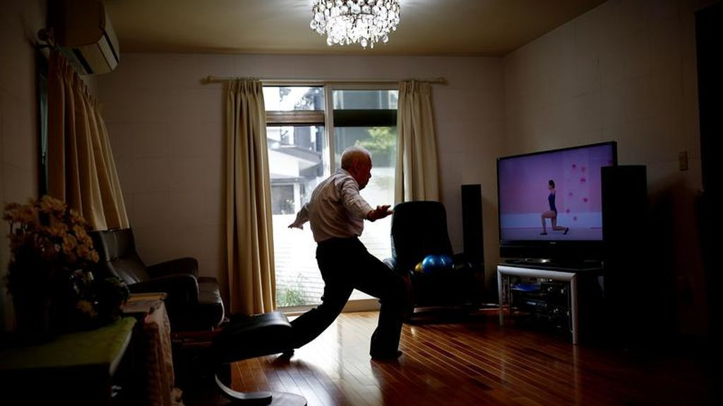 Ryuichi Nagayama, practicando ejercicio en su hogar
