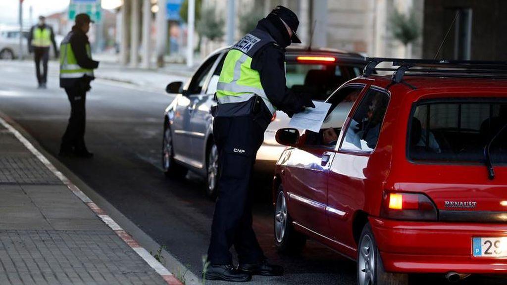 """El certificado de Italia y Francia para salir a la calle: España """"no descarta"""" su propio salvoconducto"""