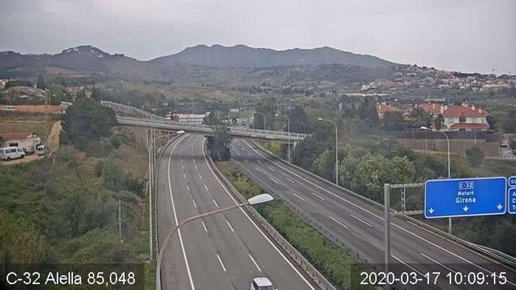 Los accesos por carretera a las principales ciudades españolas bajaron un 51 % el lunes por el Estado de Alarma