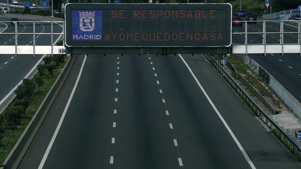 El mensaje #Yomequedoencasa, en las carreteras de Madrid