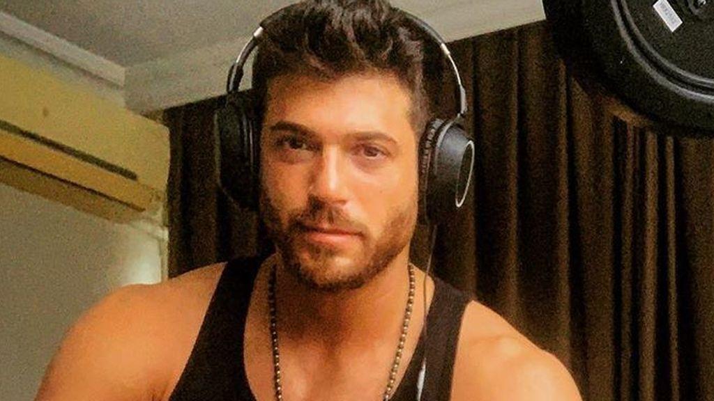 Can Yaman se ha propuesto hacernos felices: el actor turco está estudiando español