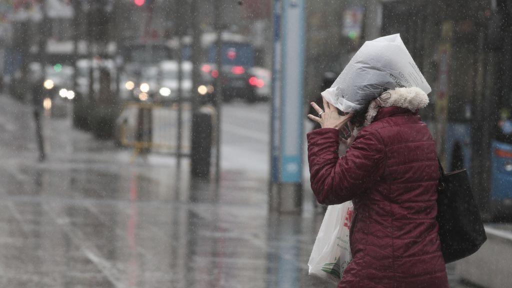 Con lluvia, mejor aislados: la humedad favorece la propagación del virus