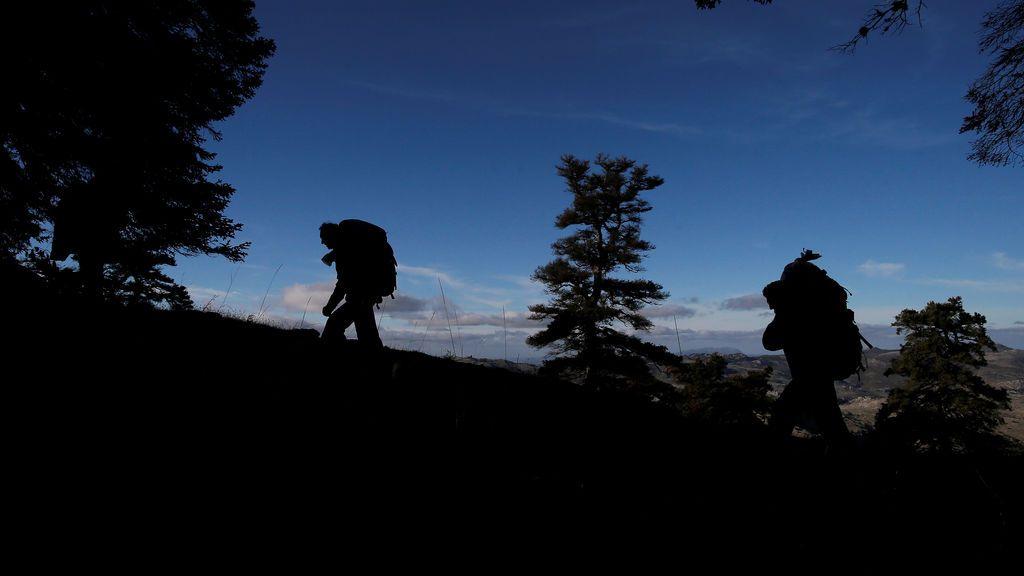 """Dos senderistas se pierden en la sierra de Madrid tras """"evadirse"""" por el Coronavirus: multados tras ser rescatados en la montaña"""