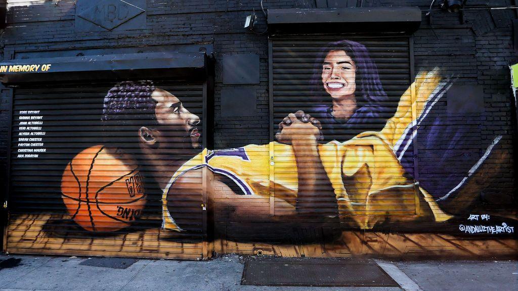 Profanan la tumba de Kobe Bryant y su hija Gianna: detienen a un hombre por cavar en la tierra y arrancar todas las flores