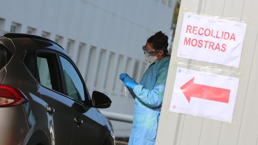 Prueba exprés de coronavirus en Vigo: test en 30 segundos y sin bajarse del coche