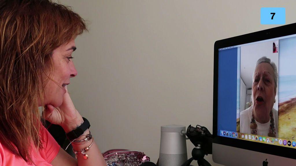 Toñi le cuenta a su madre los progresos del entrenamiento por videollamada (1/2)
