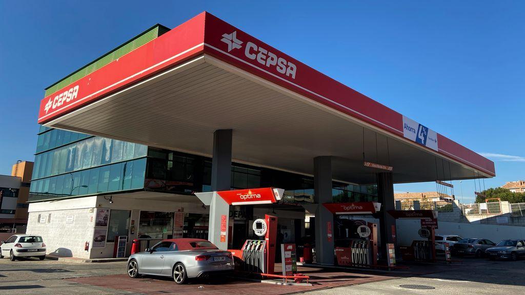 El precio de los carburantes toca nuevos mínimos este año tras abaratarse hasta casi un 4%