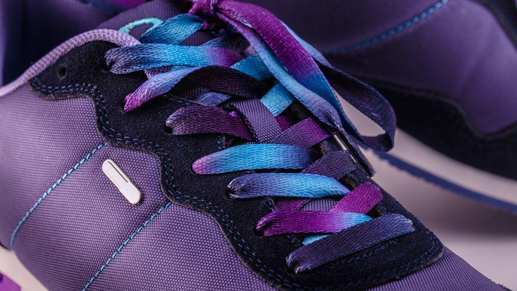 Zapatillas: deberíamos cambiarnos de par al entrar o limpiar las suelas con agua y lejía