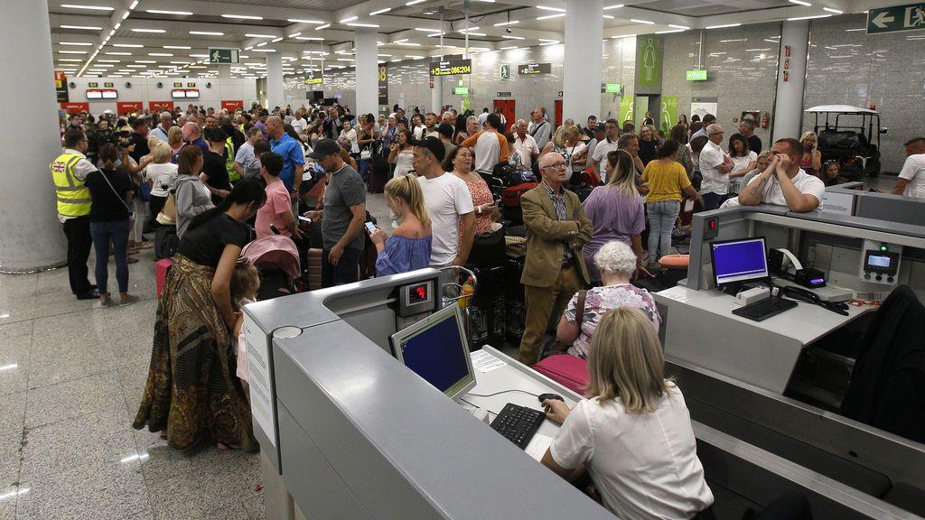 El Gobierno restringe los vuelos a Canarias y Baleares desde este jueves