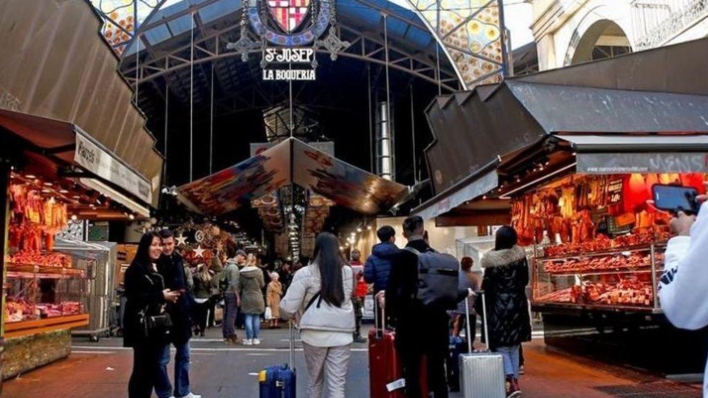 El Mercado de La Boqueria, en Barcelona, habilita servicio a domicilio para mayores de la zona