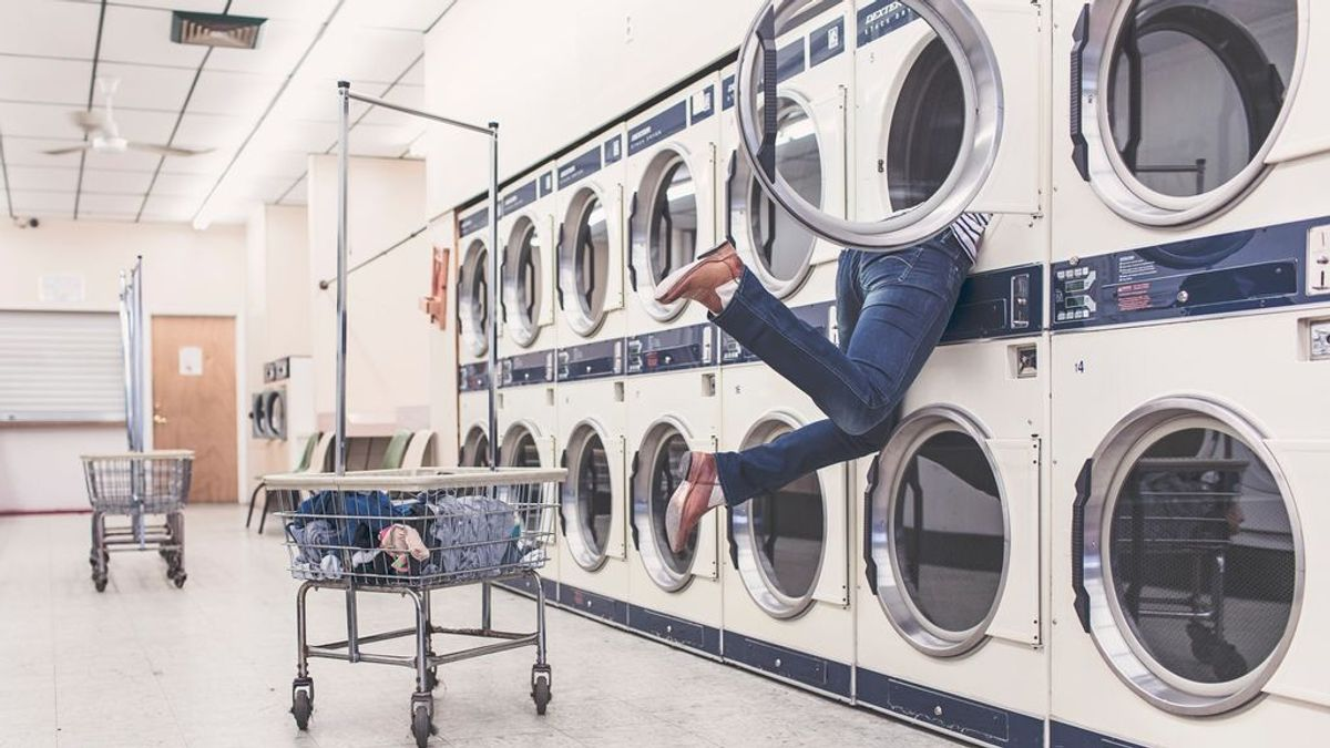 Maneras de desinfectar la ropa y la lavadora contra el coronavirus
