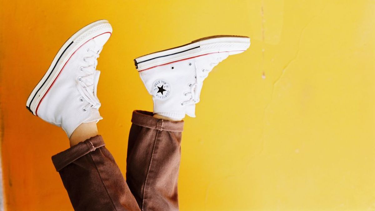 Cómo limpiar tus zapatillas blancas favoritas sin estropearlas en el intento