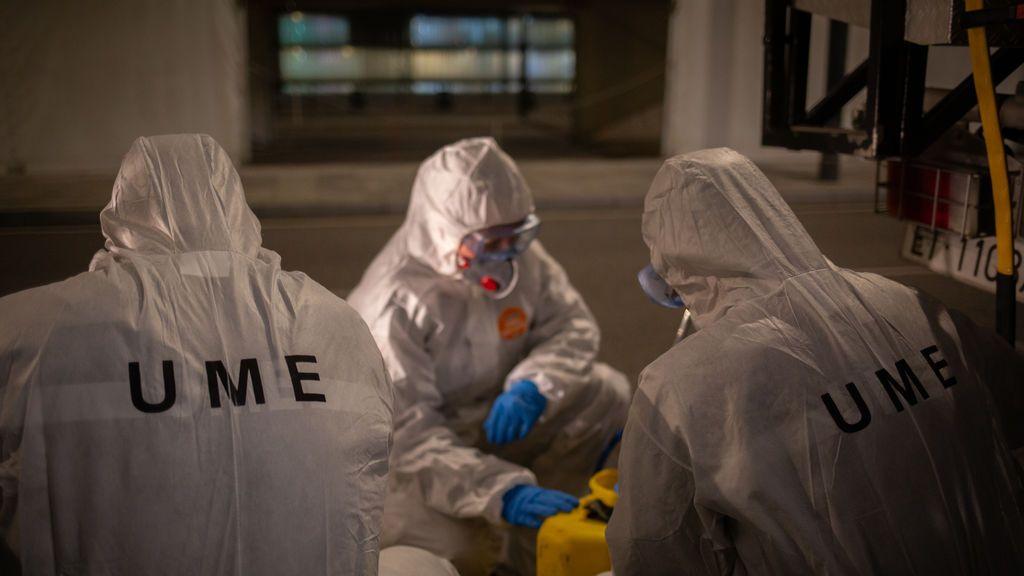 La UME desinfecta el aeropuerto de Barcelona