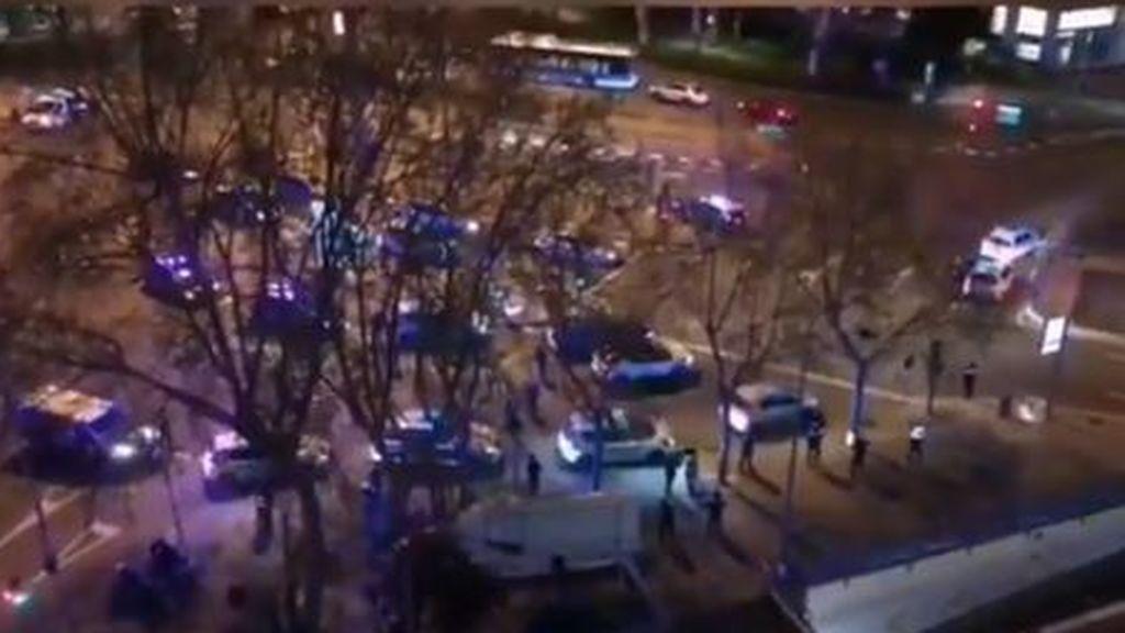 Sonora pitada policial en Madrid en honor de los sanitarios que luchan contra el coronavirus