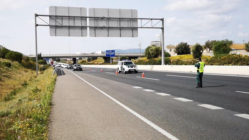 Cazan a cinco personas en Ferrol que iban a Madrid en un mismo vehículo