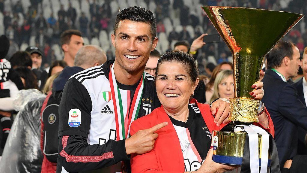 La madre de Cristiano Ronaldo recibe el alta después de sufrir un ictus y regresa a casa junto a su familia