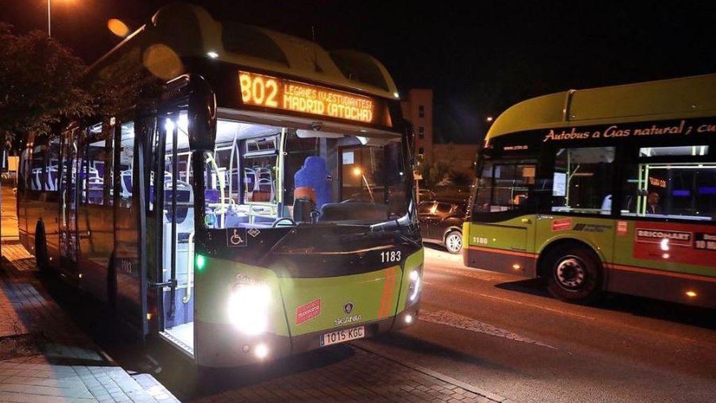 Comienzan a operar los primeros autobuses cedidos por Madrid a la UME para trasladar enfermos