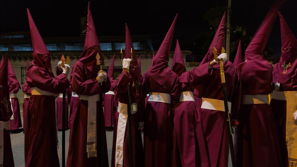 """Semana Santa y  coronavirus: el invento de una calle de Córdoba para ver """"procesiones"""" durante la cuarentena"""