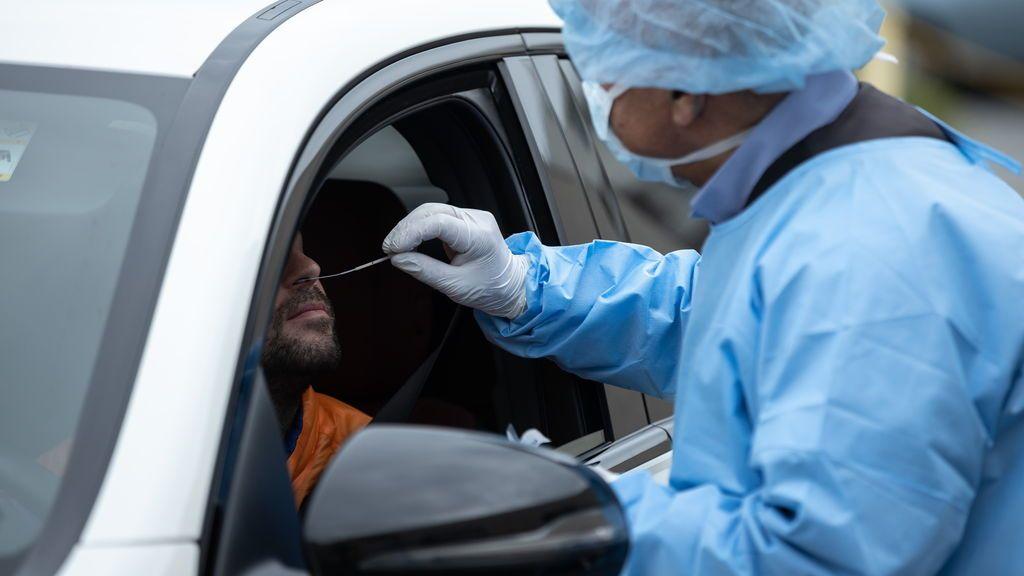 Varios estudios apuntan que dos semanas es poca cuarentena para frenar el coronavirus