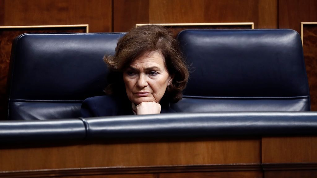 La vicepresidenta Calvo, ingresada por una afección respiratoria