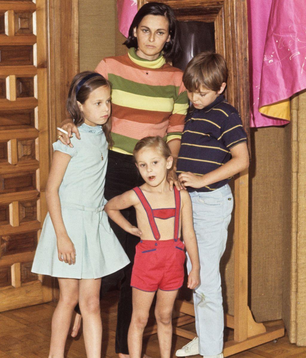 Lucía Bosé, con sus hijos Miguel, Paola y Lucía