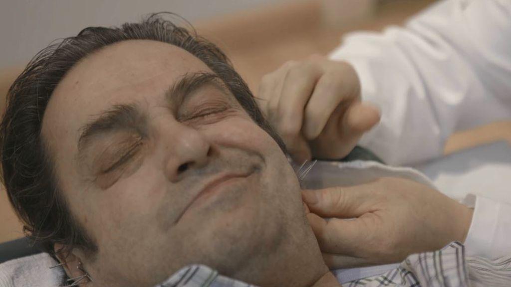 """Alberto combate el tabaquismo con una sesión de acupuntura: """"Me he encontrado muy agusto, no he pensado en nada"""""""