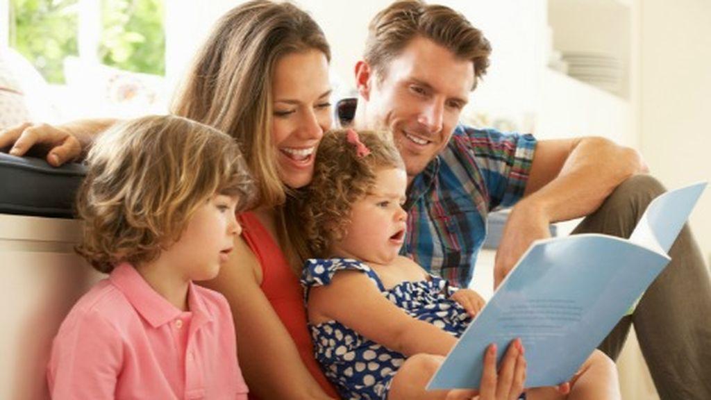 Leer con los más pequeños les ayudará a fomentar su imaginación.