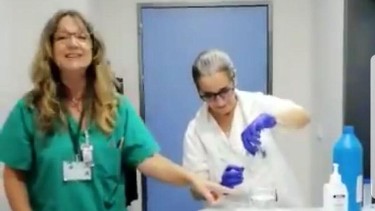 Una enfermera de Cádiz explica, a ritmo de chirigota, cómo se desinfecta con lejía