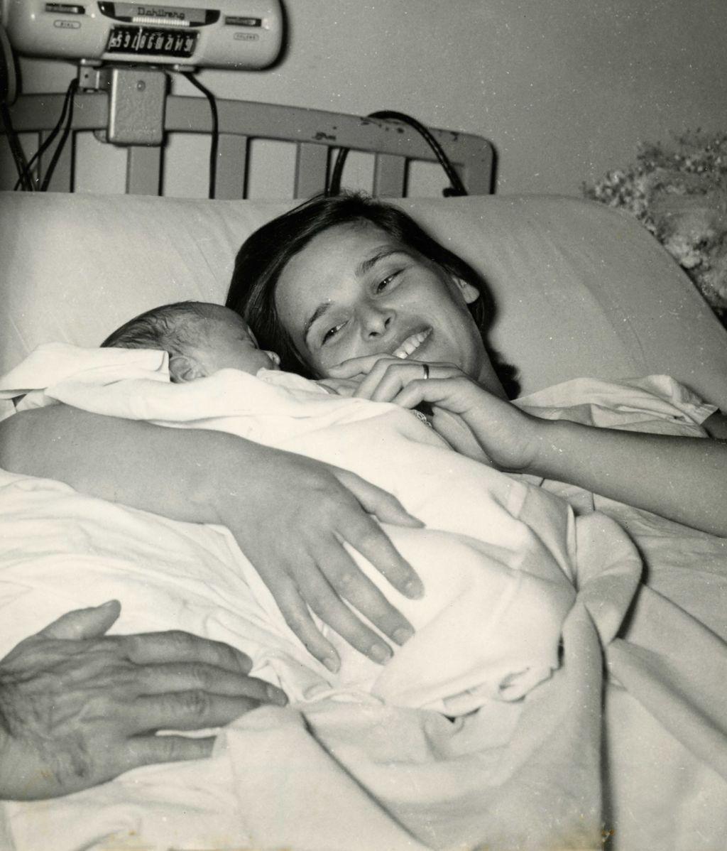 Lucía Bosé, tras dar a luz a su hijo Miguel en Panamá
