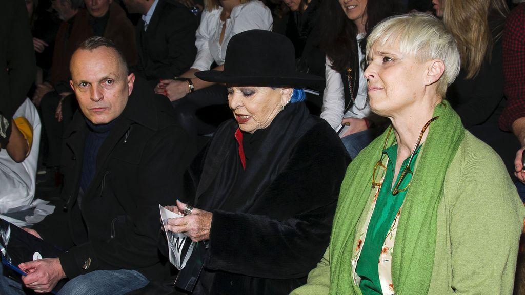 Lucía Bosé y sus hijos Miguel y Lucía, en la MBFWM