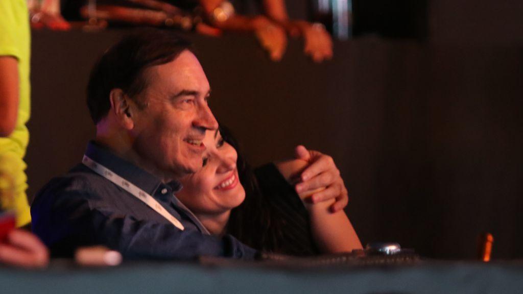Pedro J. Ramírez y su mujer Cruz Sánchez de Lara, en un concierto de Raphael en Starlite Marbella (2019)
