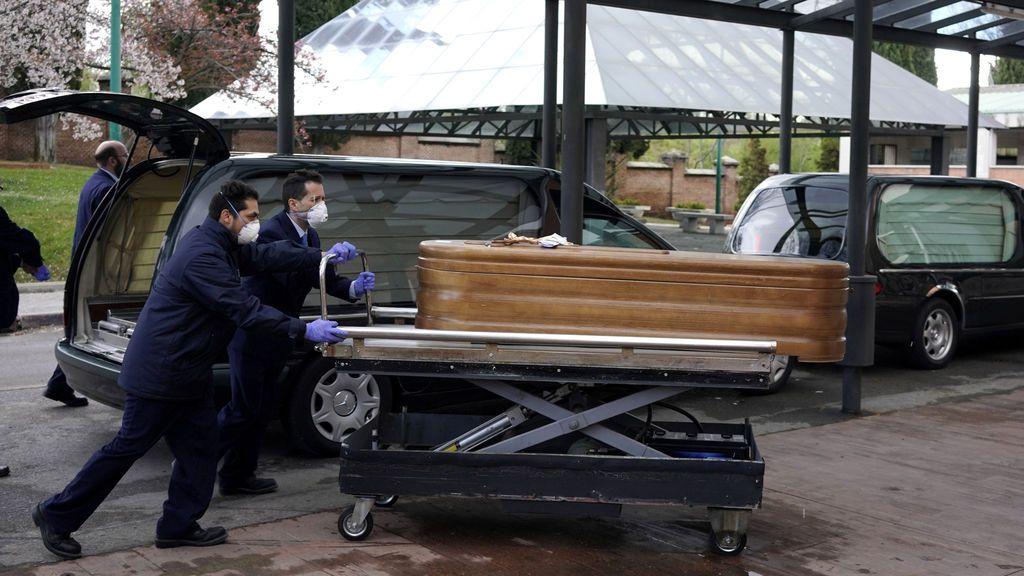 España se encamina al peor escenario de la pandemia: 365.000 muertes y más de cuatro meses de confinamiento