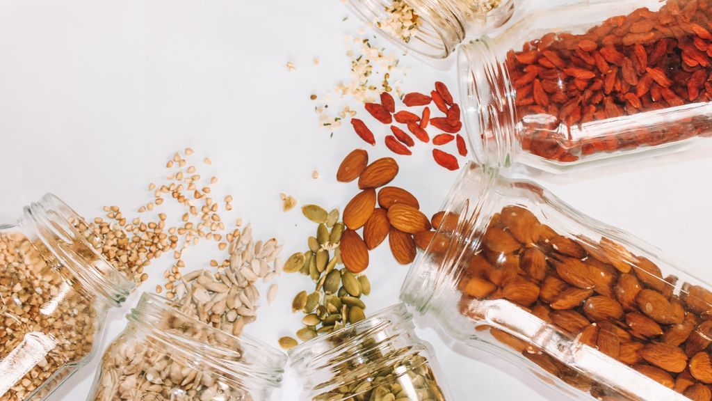 Sí, tomar 60 gramos de frutos secos puede mejorar tus relaciones sexuales