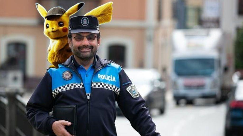 Raimundo, el policía amigo de Pikachu que ameniza el encierro a los niños de Noreña