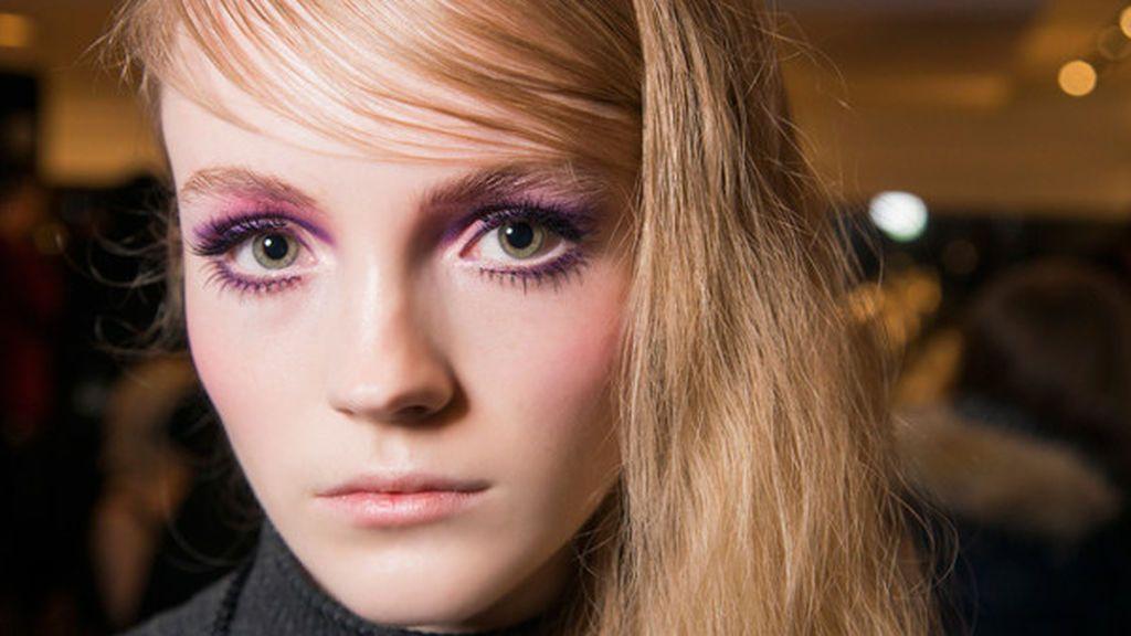 Muchos centros de belleza incluyen el tinte de las pestañas.
