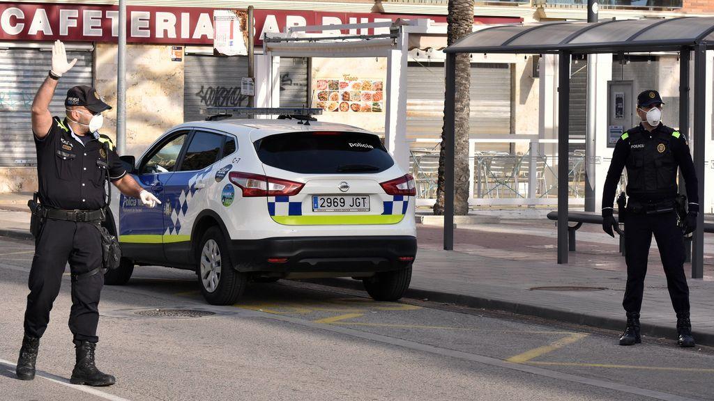 La Policía descubre un piso-discoteca en Madrid con cuatro mujeres y dos hombres desnudos