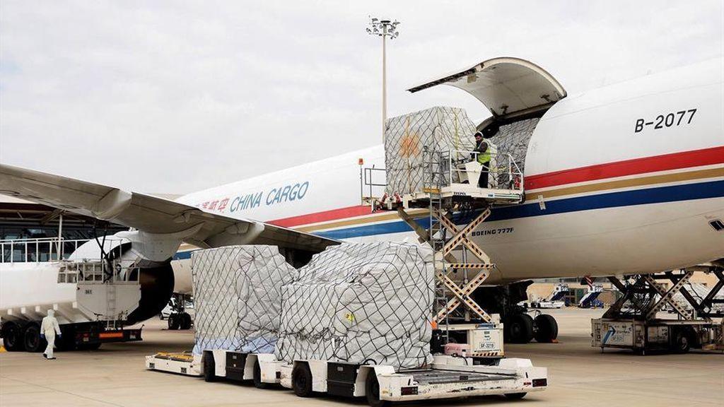 Las CCAA del PP pagan por adelantado aviones cargados con material sin la seguridad de que aterricen en plazo