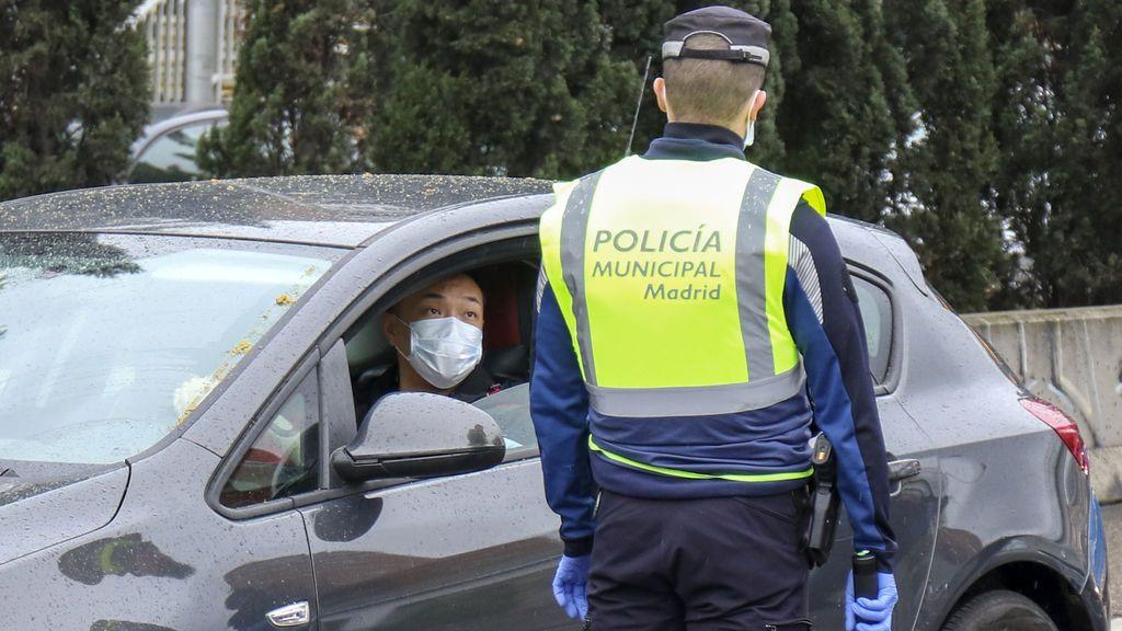 """Almeida se pone duro: estudiará """"pronto""""  el cierre de Madrid y exige un salvoconducto a los trabajadores"""