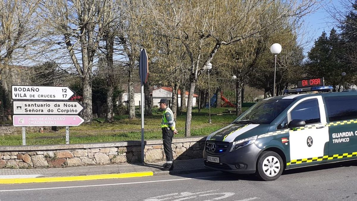 Pedaleando a pesar del confinamiento: interceptan a un peregrino francés haciendo el Camino de Santiago