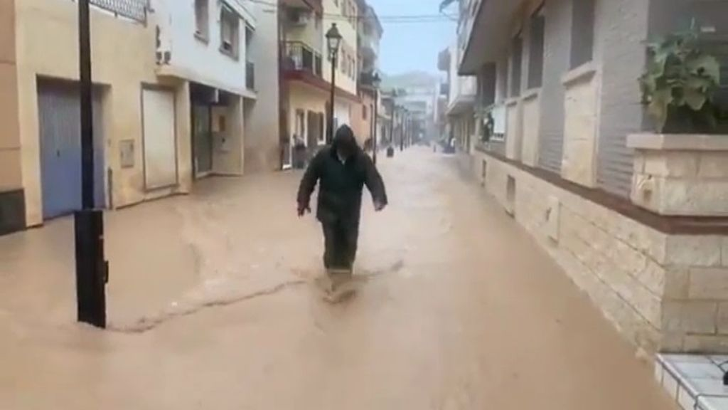 Murcia se inunda por el temporal ante la impotencia de los vecinos en cuarentena