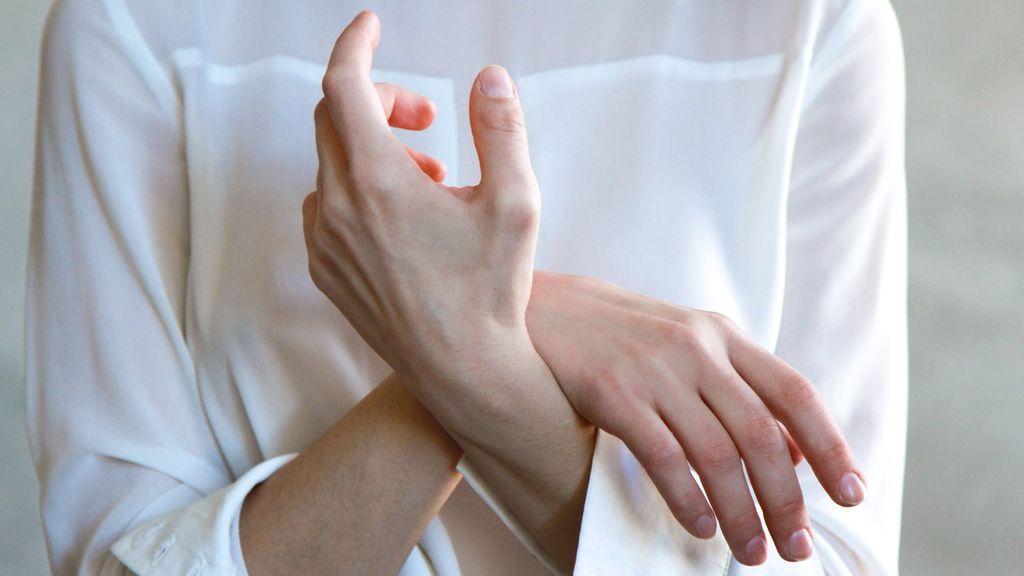 Consejo de los dermatólogos contra el coronavirus: uñas de las manos cortas y no pintárselas