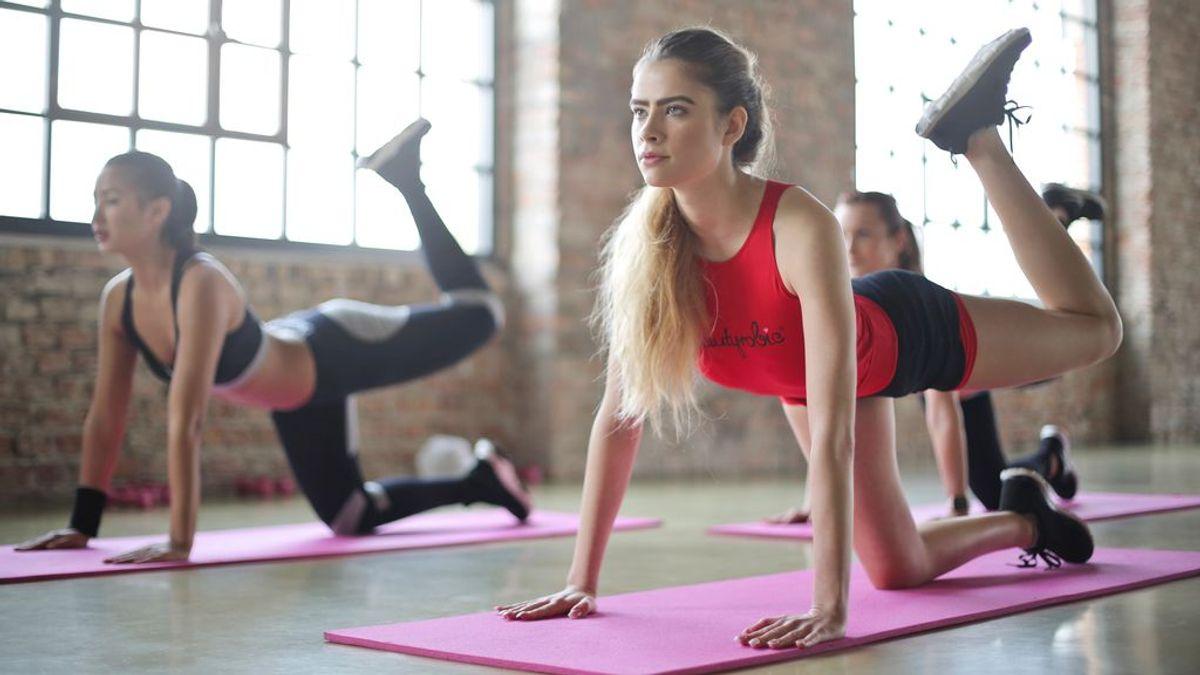 Ejercicios de fitness para aprovechar ese chandal que no te quitarás en toda la cuarentena