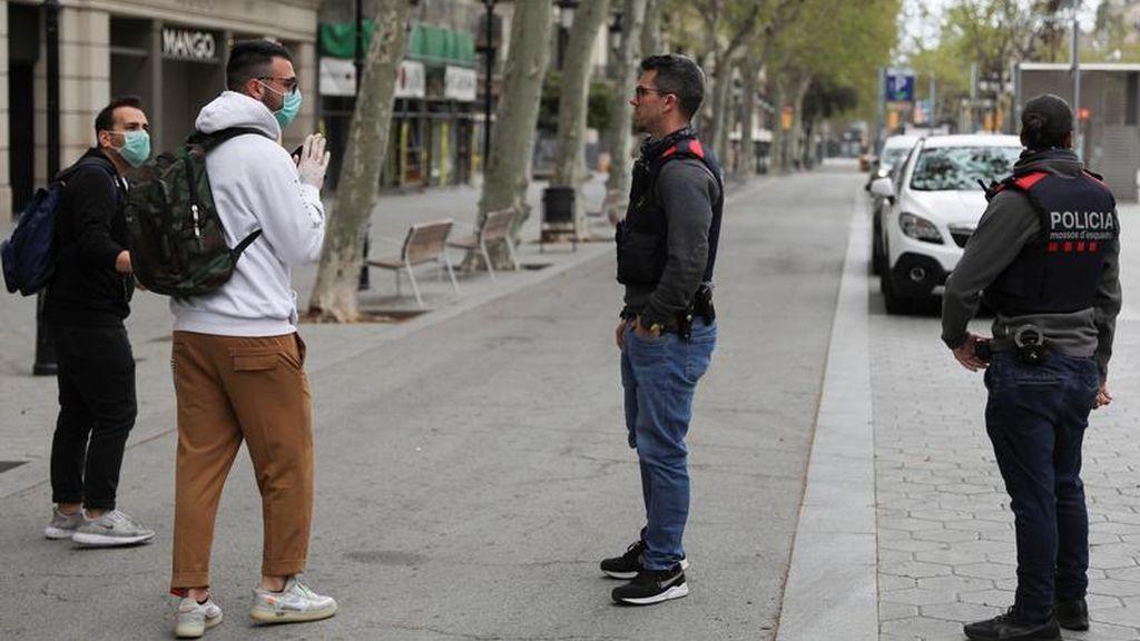 Las autoridades controlan los movimientos de los ciudadanos en las calles