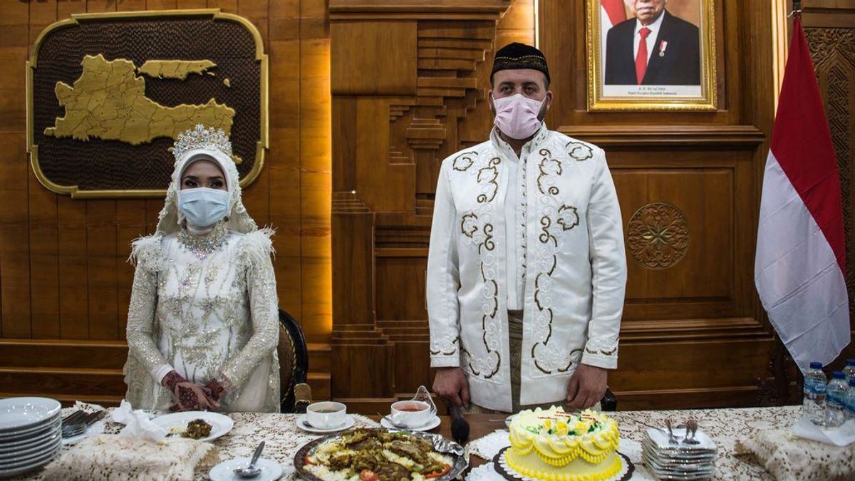 """""""Prohibido besar a la novia"""": casarse en tiempos del coronavirus"""